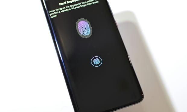 Huawei Mate 20 Pro munis un capteur d'empreinte digitale intégré à l'écran